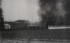 Letecká kasárna v Chrudimi zapálená ustupující německou armádou